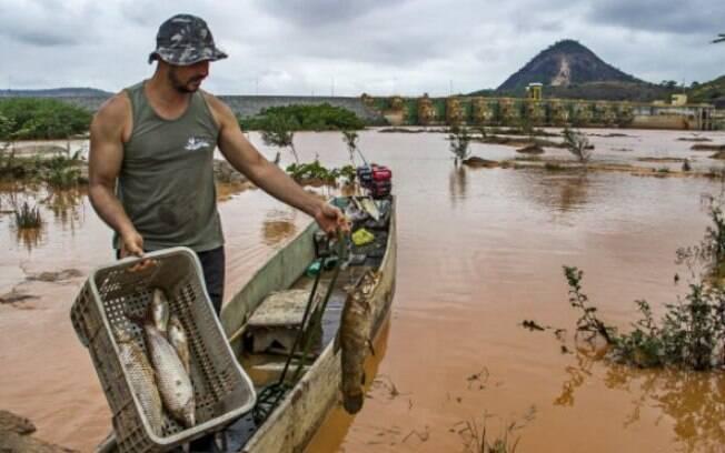 Rio foi inviabilizado por rejeitos de mineração provenientes da barragem da mineradora Samarco