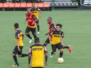 Nesta terça-feira, o colombiano apareceu apenas entre os reservas
