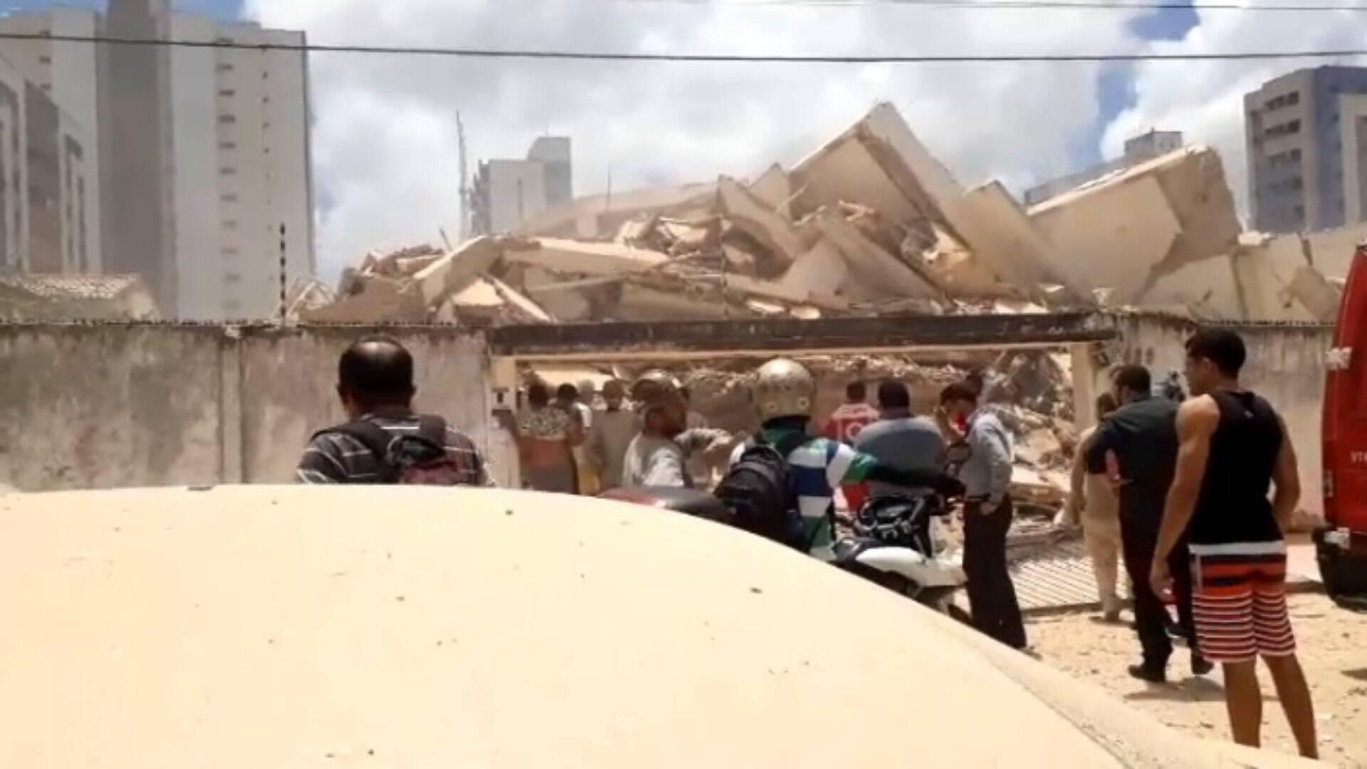 Resultado de imagem para Vídeo mostra momento do desabamento de prédio em Fortaleza youtube