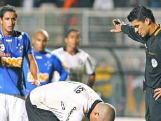Polêmica. Em 2010, pênalti mais que duvidoso em Ronaldo deu a vitória do Corinthians sobre o Cruzeiro, que perdeu o título por dois pontos