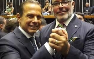 Indagado sobre permanência de Aécio no PSDB, Frota diz que PSL tem Queiroz