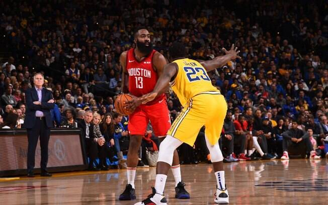 James Harden foi o herói do Rockets na vitória apertada contra o Golden State Warriors