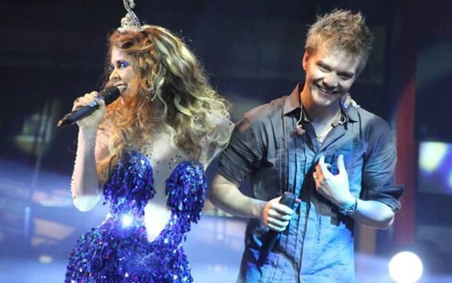 Michel Teló participou da gravação da novela e cantou com Cláudia Abreu