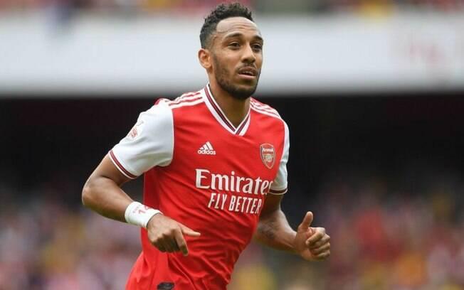 Aubameyang segue no Arsenal após assédio de outros clubes