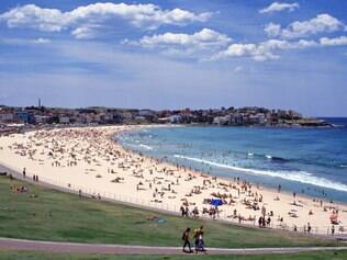 A praia mais famosa da cidade, Bondi Beach fica sempre lotada no verão