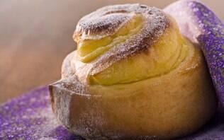 Pão doce com recheio de creme