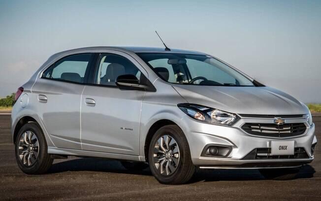 Chevrolet Onix: com uma boa central multimídia e opção de câmbio automático desde 2013, tornou-se imbatível nas vendas