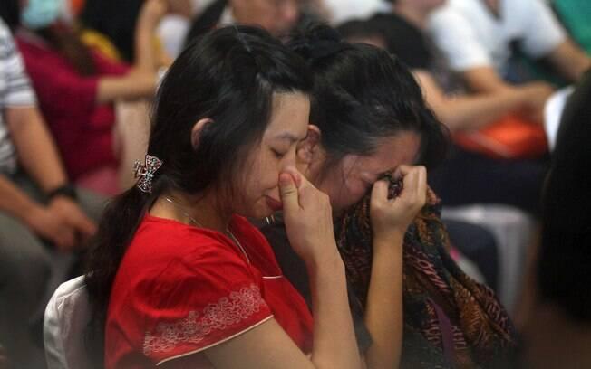 Familiares aguardando por informações. Foto: AP Photo