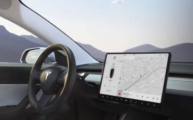 Com o interior funcional, onde destaca-se a tela de 15 polegadas, o Tesla Model 3 terá tecnologia compartilhada