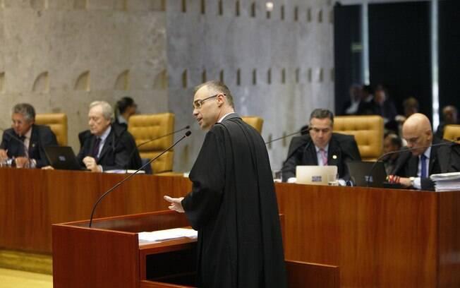 Advogado-geral da República (AGU), André Mendonça, posicionou-se contra a criminalização da homofobia