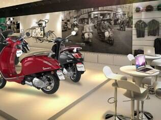 Instalada no Shopping JK Iguatemi, a loja da Vespa é outra  amostra de como deveria ser uma concessionária de automóveis