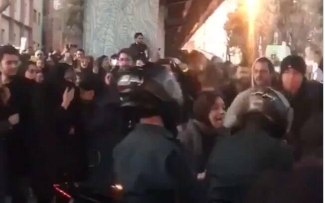 Protestos acontecem desde o sábado (11) contra o governo.