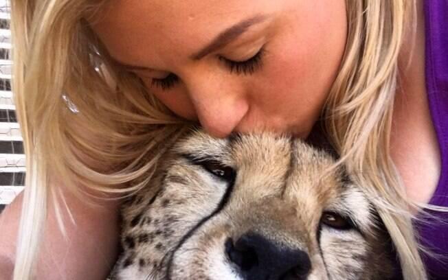 Quando soube que os animais seriam leiloados, a jovem decidiu fazer uma arrecadação para ajudar a comprar os guepardos