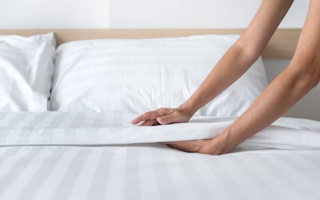 A primeira dica é ter organização e não deixar para as pequenas tarefas do dia dia, como arrumar a cama, para fazer depois