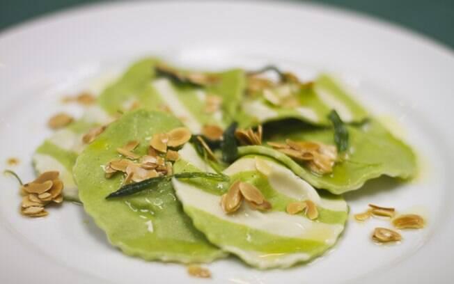 Foto da receita Ravióli de ricota com espinafre pronta.