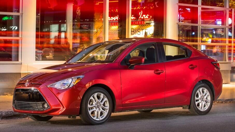 Toyota Yaris Sedan fabricado a partir do Mazda 2, marca japonesa que chegou a ter carros no Brasil