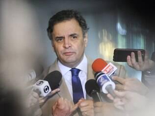 Aécio desconfia de PMDB e Serra