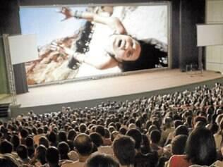 Carteira falsa. Mecanismo que dá desconto em cinemas e eventos é um dos exemplos de pequenas corrupções diárias
