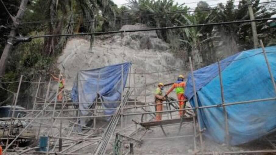 Intervenções integram as 12 obras em andamento nos morros para reverter os danos provocados pelas fortes chuvas que atingiram a cidade em 2020