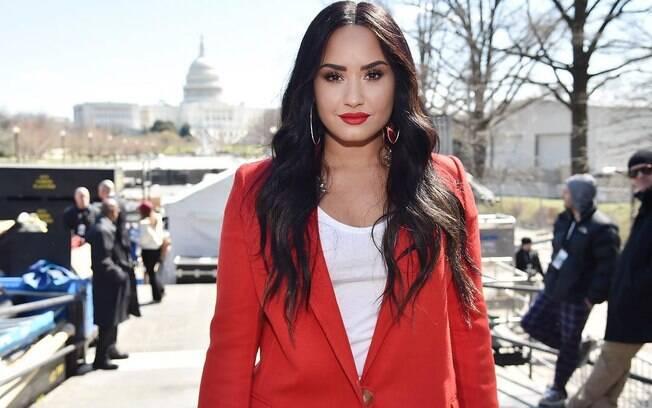 Demi Lovato foi vista depois de 3 meses de internação