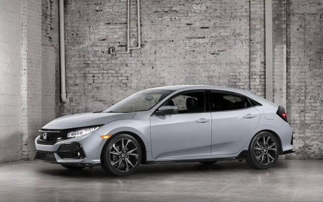 O Honda Civic hatchback estreia primeiro nos EUA, importado do Reino Unido, e com o mesmo motor 1.5 turbo de 174 cv que o sedã.