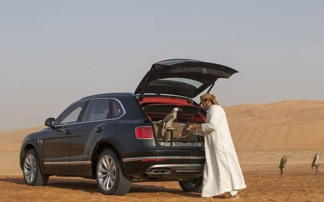 Bentley Bentayga Falconry: a foto de divulgação é muita clara sobre o público que a marca de luxo tenta atingir