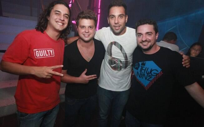 Guilherme Boury aproveitou a noite de sábado (2) com alguns amigos