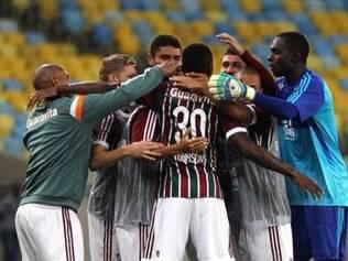 Grupo comemora gol do jovem Gerson, um dos artilheiros da noite no Maracanã