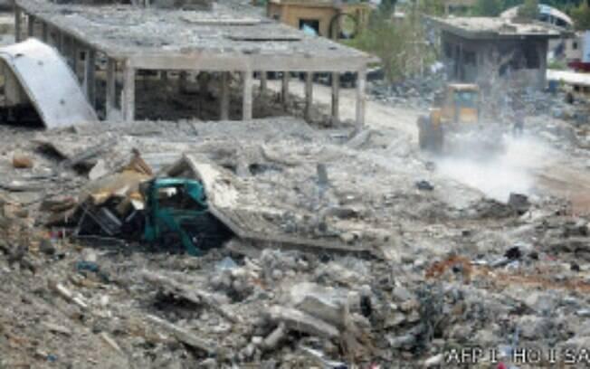Israel atacou instalações militares na área de Damasco, acusa Síria (05/05)