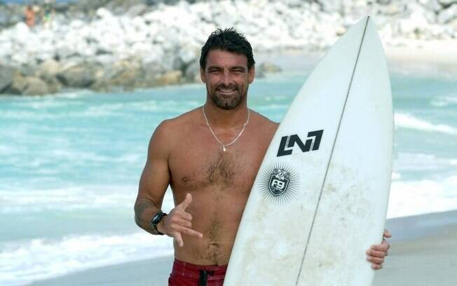 Surfista Leo Neves morreu aos 40 anos