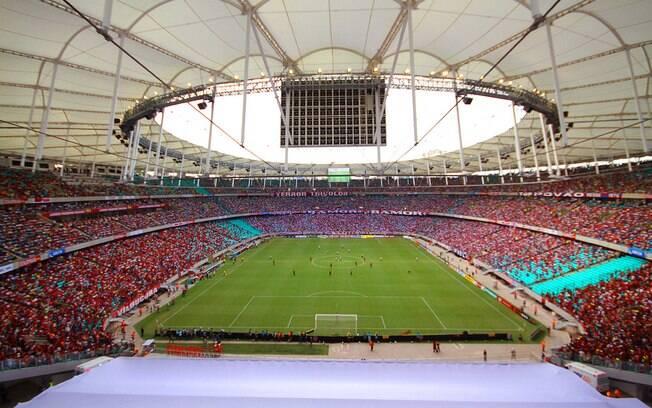 Estádio praticamente lotado para o primeiro jogo na Arena Fonte Nova