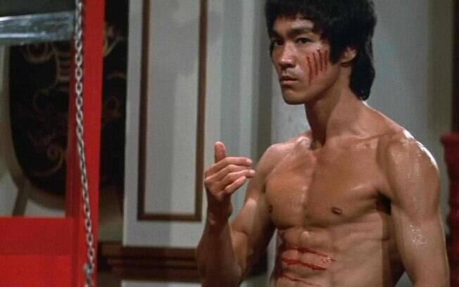 Coleção com itens que pertenceram a Bruce Lee estão em leilão nos EUA