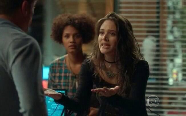 Cassandra é expulsa da agência de Arthur em