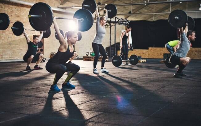 CrossFit é uma boa ideia de treino para quem gosta de desafios e atividades em grupo