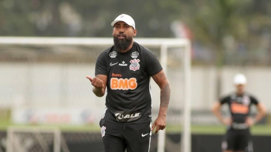 Ex-participante do Miss Bumbum viveu orgia com ex-jogador do Corinthians