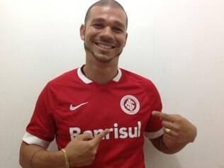 Nilton deixa o Cruzeiro após dois anos vestindo a camisa do clube