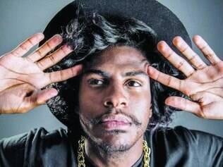 """Moda. Rico Dalasam investe em estilo diferenciado, mas diz que """"rap não aceita qualquer coisa"""""""
