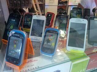 Celulares piratas à venda em São Paulo: aparelhos ilegais não passam em testes de qualidade