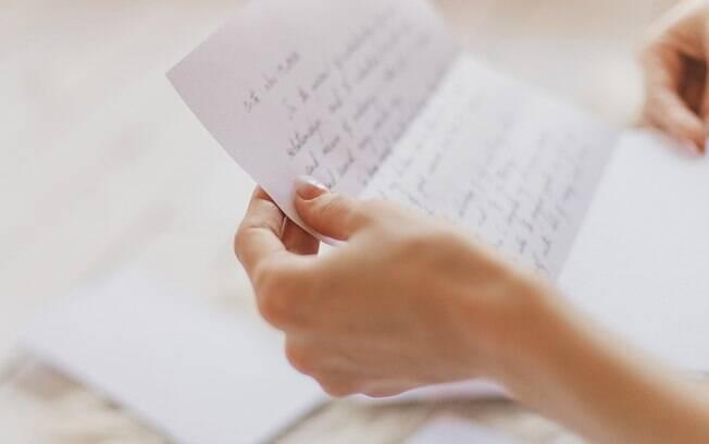 Como David não conseguia mais falar, ele passou a escrever bilhetes de amor para Lucy