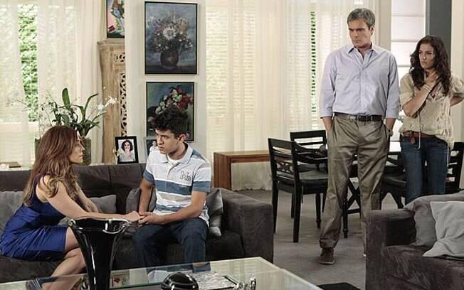 Tereza Cristina conta à família que é filha da empregada