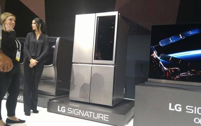 252405e0ddc Empresa também apresentou geladeira com tela touch na porta e acesso à  internet. Foto  O relógio inteligente ...