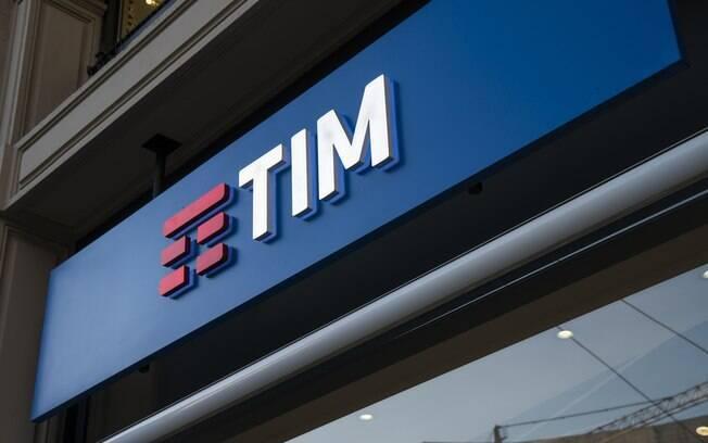 TIM pagará por danos morais, por fazer contrato indevido