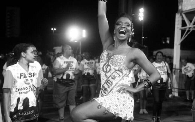 Atriz da Record, Valquíria Ribeiro desfila pela Vai-Vai há anos.
