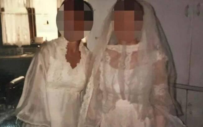 A sogra (a esquerda) e a noiva (a direita) em foto que viralizou nas redes sociais