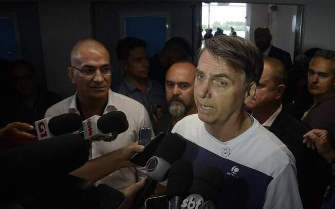 Bolsonaro se disse chateado por não realizar a cirurgia de remoção da bolsa de colostomia na data marcada antes da posse