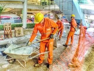 Canteiro. Obras foram paralisadas durante a Copa e os custos da construtora ficaram mais altos