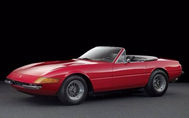 Ferrari Daytona Spyder dos anos 70 teve apenas 122 unidades feitas com capota de tecido