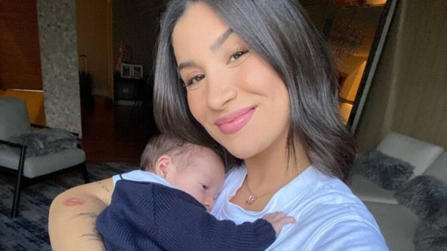 Bianca Andrade mostra primeiro banho do filho em ofurô e se derrete na web