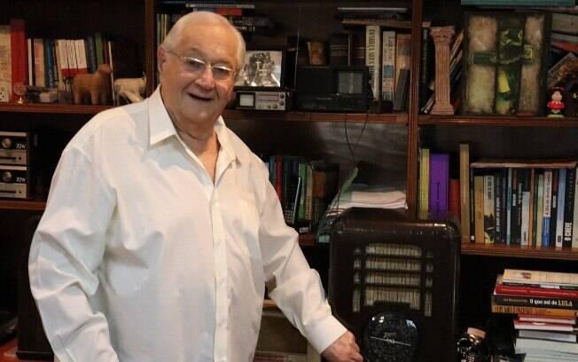Boris Casoy iniciou a carreira como jornalista no rádio aos 15 anos de idade