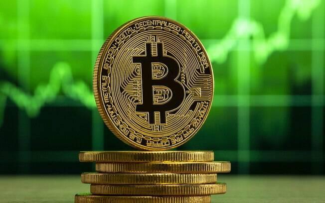 Bitcoin se recupera após superar a marca dos US$ 50 mil, maior cotação desde maio